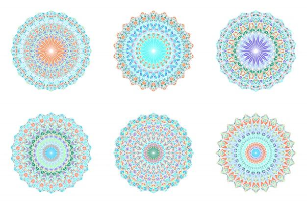 Набор абстрактных геометрических богато украшенный треугольник плитки мандалы