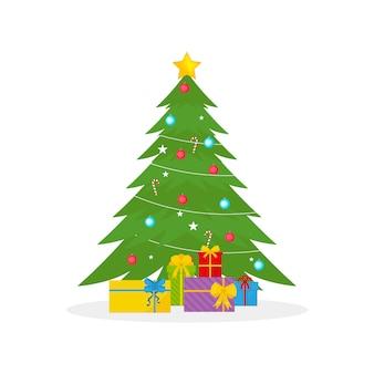 ギフトボックス、星、ライト、ボールで飾られたクリスマスツリー