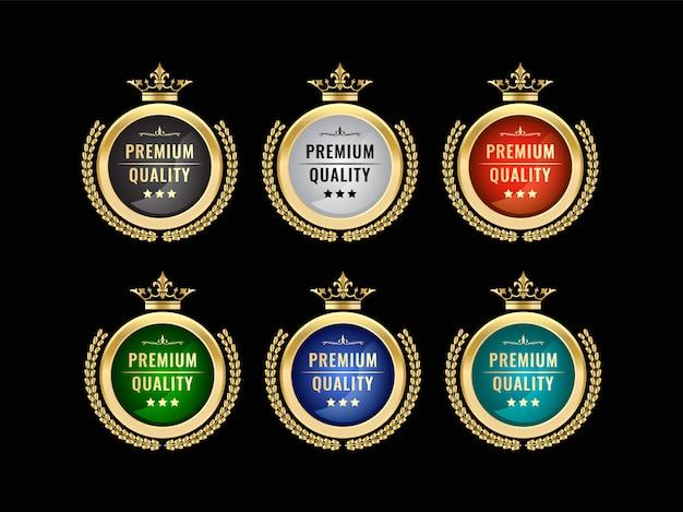 Набор круглых роскошных королевских старинных золотых значков и этикеток с эмблемой для премиального качества и удовлетворения короной