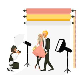 スタジオでの結婚式のカップルを撮影するカメラマン