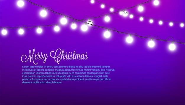 メリークリスマス-白い丸い妖精ライトで飾られた紫色のお祝い