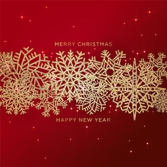 Красный новогодний фон с каймой из золотого сверкающего конфетти снежинки