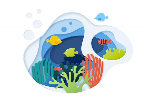 Подрезанный бумагой подводный океан с коралловым рифом, рыбками, морскими водорослями, пузырьками и волнами