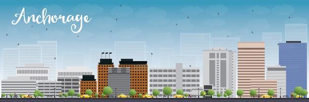 灰色の建物と青い空とアンカレッジ(アラスカ)のスカイライン。