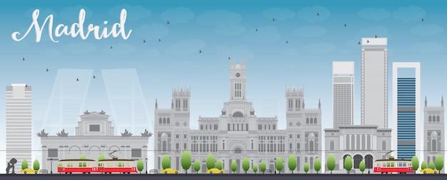 灰色の建物と青い空とマドリードのスカイライン