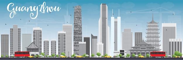 灰色の建物と青い空と広州のスカイライン。