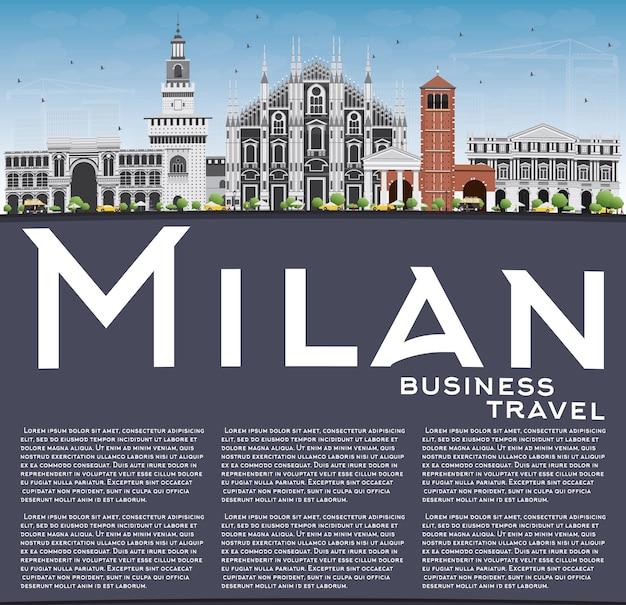 灰色のランドマーク、青い空、コピースペースを持つミラノのスカイライン。