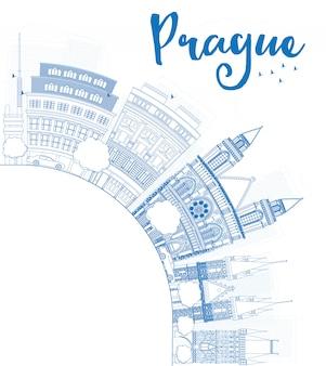 青いランドマークとコピースペースでプラハのスカイラインの概要を説明します。