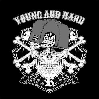 頭蓋骨の若いハード着用キャップ。