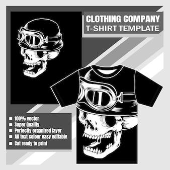 Одежда компании, шаблон футболки, череп в ретро шлеме, рука рисунок