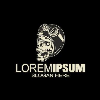 Урожай логотип черепа шлем, рука рисунок