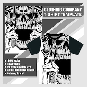 Макет одежды фирменной футболки с дизайном черепа с пистолетом