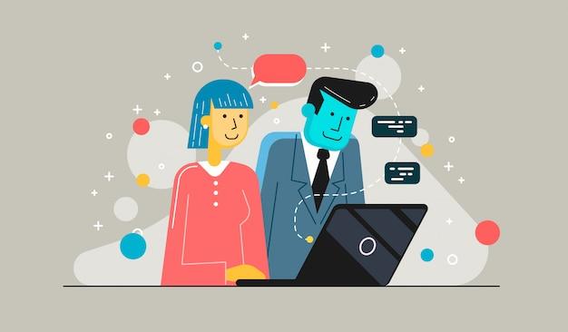 Начинающие деловые партнеры работают вместе в настольных пк. молодой предприниматель объясняет коллеге новый проект.