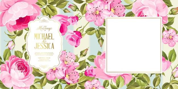 花と結婚式の招待カード。
