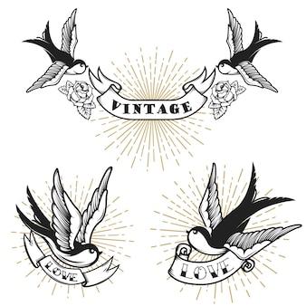 ツバメとレトロなスタイルのタトゥーのセットです。ロゴ、ラベル、エンブレム、記号、バッジの要素。図