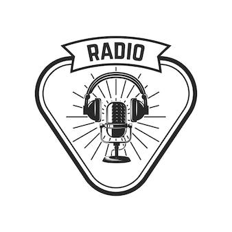 無線。レトロなマイクを使ってエンブレムテンプレート。ロゴ、ラベル、エンブレム、記号の要素。図
