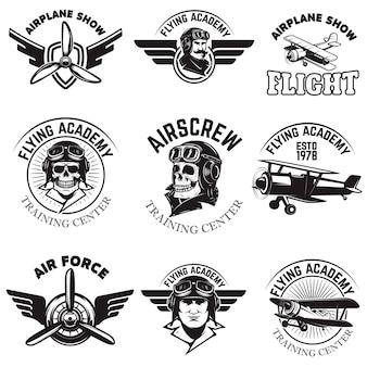 空軍、飛行機ショー、飛行アカデミーのエンブレムのセットです。ヴィンテージ飛行機。ロゴ、バッジ、ラベルの要素。図。