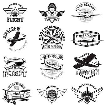 空軍、飛行機ショー、飛行アカデミーのエンブレムのセットです。ヴィンテージ飛行機。 、バッジ、ラベルの要素。図。