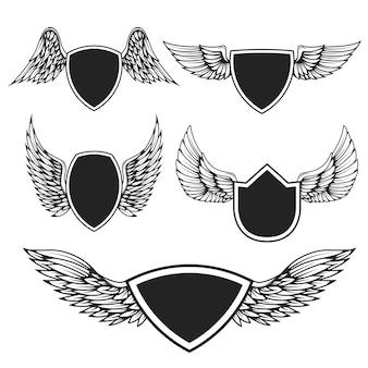 翼を持つ空のエンブレムのセット。ロゴ、ラベル、バッジ、記号の要素。図
