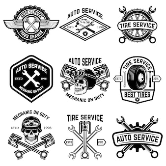 車のサービス、オートサービス、白い背景の上のタイヤ交換バッジのセットです。ロゴ、ラベル、エンブレム、記号の要素。図