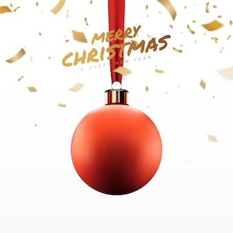 Рождественские красные шары висят на ленте с золотым конфетти