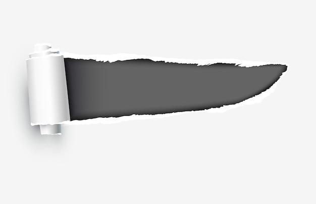 破れたエッジを持つ現実的な破れた紙