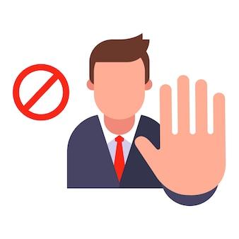 Менеджер показывает знак остановки со своей рукой.