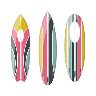 装飾されたカラフルなサーフボードのセット
