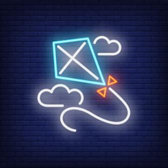 青い凧、雲、ネオンサインで飛ぶ