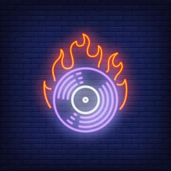 燃えるビニールレコードのネオンサイン