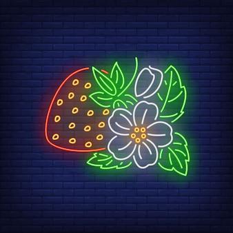 花と葉のネオンサインとイチゴ。