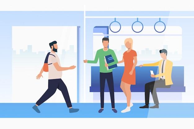 電車で旅行する通勤者