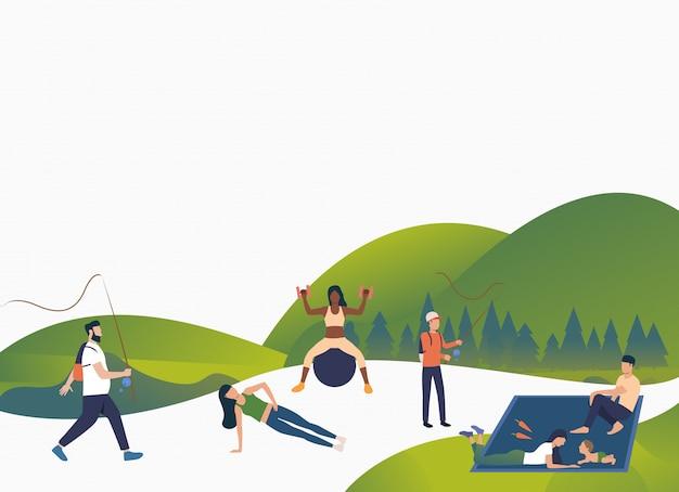 Активные люди отдыхают на свежем воздухе
