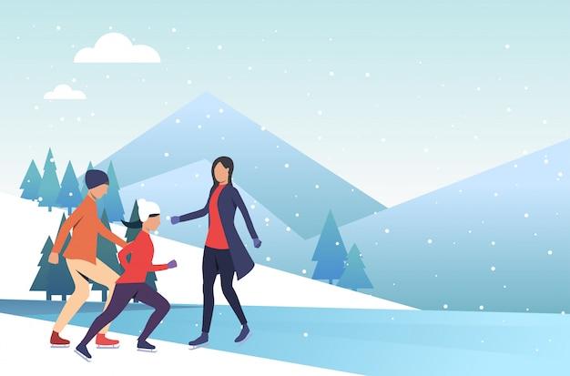 凍った池でスケートをする家族