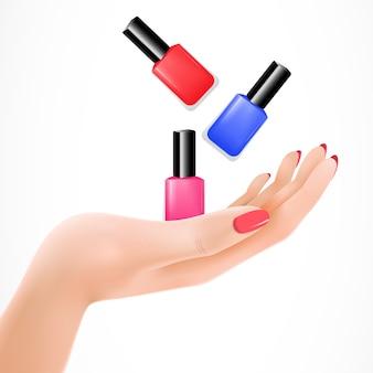 Женская рука, бросающая лак для ногтей
