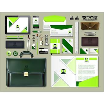 Деловые канцелярские принадлежности с зеленым дизайном