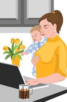 Мать с ребенком в руках работает на ноутбуке