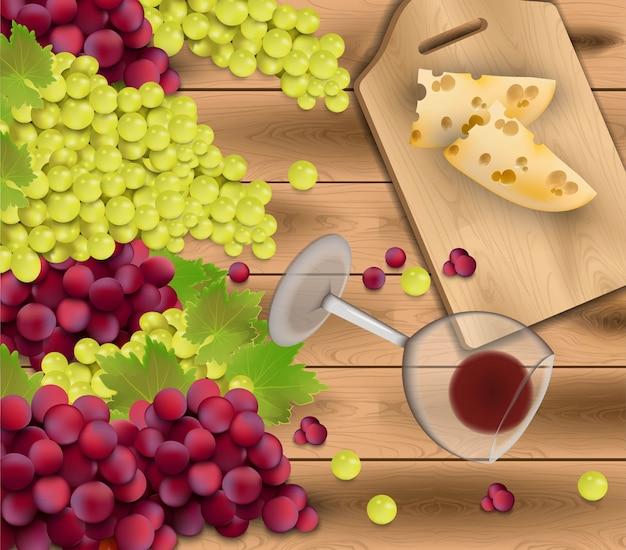 木製の背景に赤ブドウ。ワイングラスとチーズ
