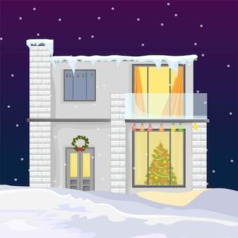 冬の休日の間に現代の家。クリスマスツリーと雪の背景