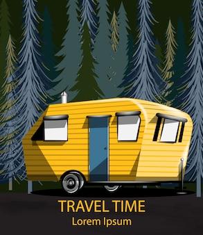 夜の森の中の旅行車