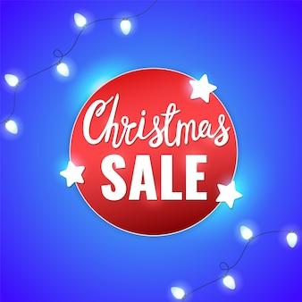 Рождественская распродажа зимний баннер со звездами, легкие гирлянды и рождественские надписи.