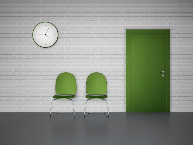 Интерьер зала ожидания с настенными часами, зелеными стульями и дверью