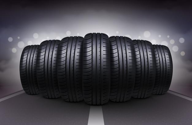 夜の道路上の車のタイヤ