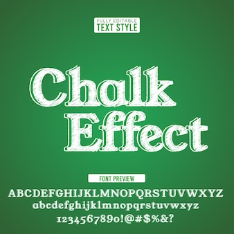 Мел шрифт алфавит шрифт каракули грубой рисованной на зеленой доске.