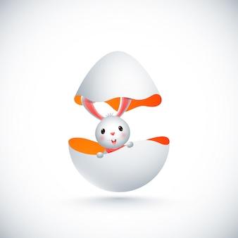 ひびの入ったイースターエッグの中のかわいいウサギ