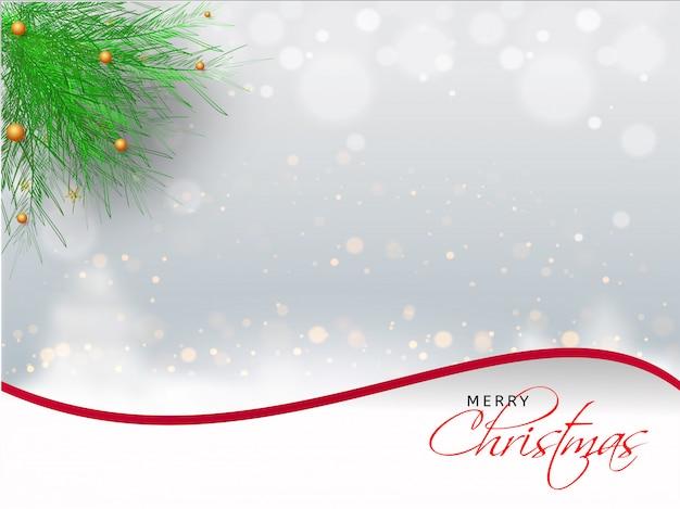 Веселая рождественская открытка или плакат с сосновыми листьями на снежный эффект боке.
