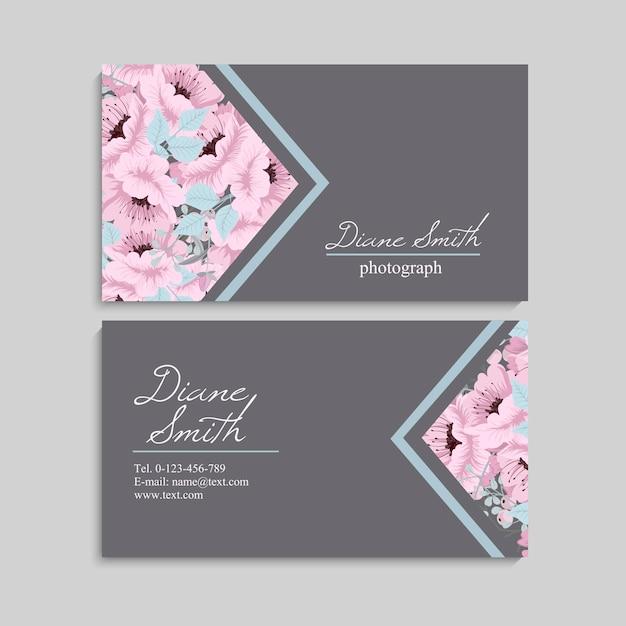 Визитная карточка с красивыми цветами. шаблон