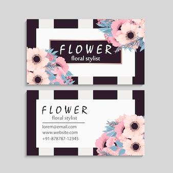 Темная визитная карточка с красивыми цветами.