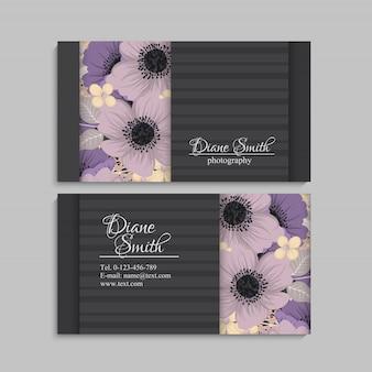 Темная визитная карточка с красивыми цветами. шаблон