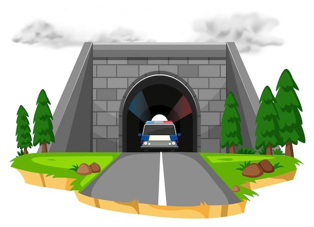 トンネル内の警察の車